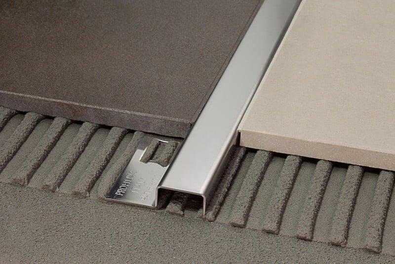 come pulire il pavimento senza rovinare i profili in metallo. Black Bedroom Furniture Sets. Home Design Ideas