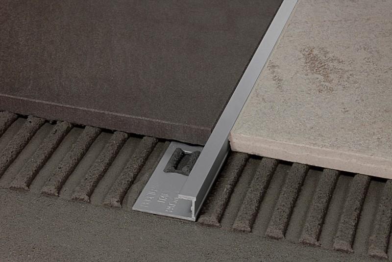 Come pulire il pavimento senza rovinare i profili in metallo - Pulizia interna termosifoni alluminio ...