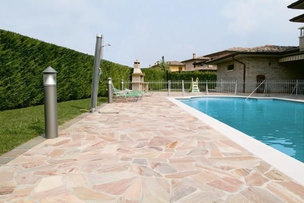 Pulire e proteggere un pavimento in pietra in esterno - Pavimentazione cortile esterno ...