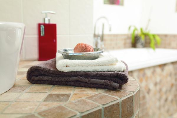Productos indispensables para realizar la limpieza de oto o for Limpieza de marmol y granito
