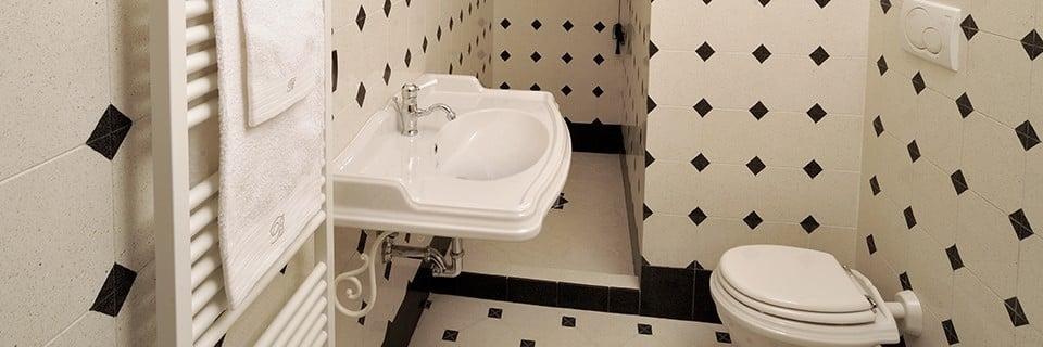 Bagno in marmo come pulirlo e proteggerlo dalle macchie - Bagno con cementine ...