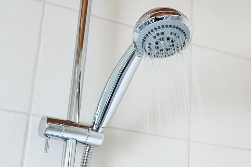 Risolvere il problema delle infiltrazioni in doccia con fila