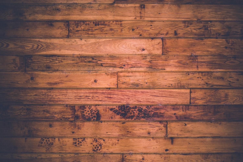 Reinigung und Pflege von Holzboden, Parkett, Landhausdielen, Massivholzdielen