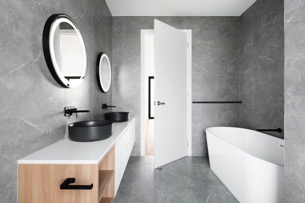 pulire lo specchio del bagno prodotto indicato